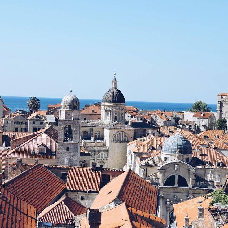 Rooftops Galore! We just can't get enough of Dubrovnik.   📷 @shzwlkr  #croatia #dubrovnik #architecture #oldtowndubrovnik #gameofthrones #travel #explore #wanderlust #exploretocreate #roamtheplanet #discoverearth #modernoutdoors #simplyadventure #theglobewanderer #lostfam #worldcaptures #passionpassport #meettheworld #BBCtravel #instatravel #vscocam #vscotravel