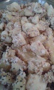 Fruit-crumble uit de oven met havermout en speltmeel. Je kan dit ook maken met alleen havermout. Een heerlijk warm gerechtje als ontbijt of als toetje. En nog makkelijk te maken ook! Lees het recept op: http://www.try2behealthy.nl/havermout-fruit-crumble/
