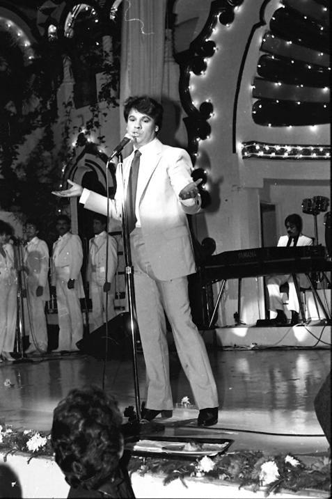 Muere Juan Gabriel, el famoso cantante y compositor mexicano ...