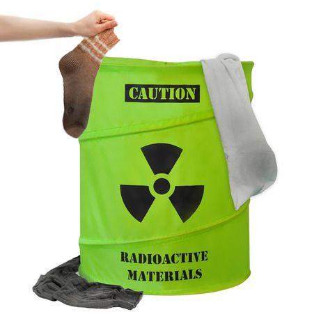 """Как же сложно приучить своих домашних к порядку... Мы спешим Вам помочь! Теперь по комнате не будут валяться грязные носки и чулки, а на спинках стульев висеть кофты и брюки. Корзина-органайзер Toxic соберет все Ваши """"реактивные"""" вещи в одну кучу. Только не забудьте потом все это постирать! Кроме того, сюда можно сложить вечно разбросанные по дому игрушки ребенка, тем самым приучая к порядку свое драгоценное чадо. Для удобства транспортировки и хранения (в случае, если она временно не…"""