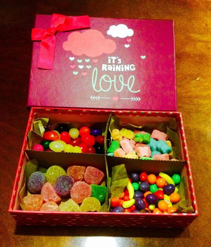 Olvidate de los chocolates... Mejor regala una caja de dulces.