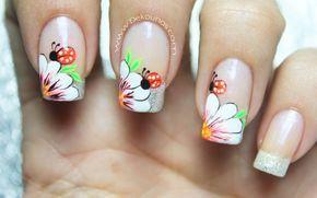 Decoración de uñas flor y mariquita2-3