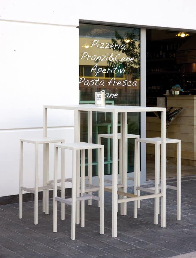 Seaside kit, Set da esterno composto da sgabelli e tavolo ...