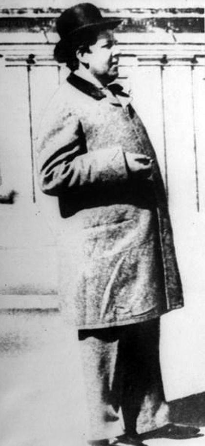 Last Picture of Oscar Wilde in 1900