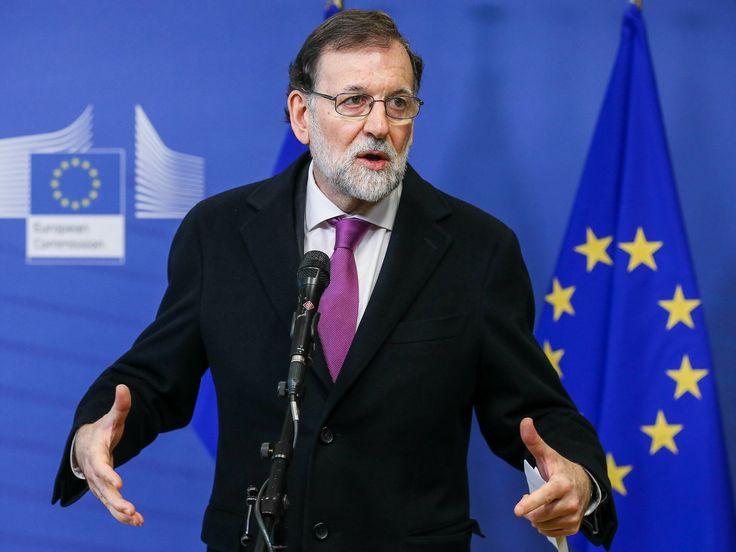 El presidente del Gobierno, Mariano Rajoy, medita desdoblar el Ministerio de Economía en dos carteras distintas tras la salida de