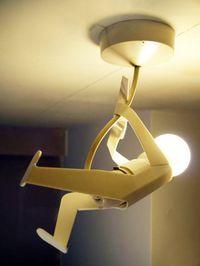 Além de ser uma luminária muito criativa, é super divertida. A peça é da The Play Coalition.