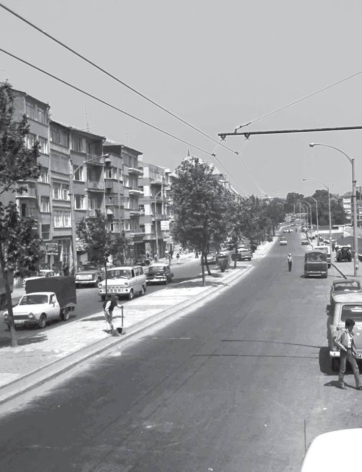 RT @SelimUral88: Karagümrük / 1970'li yıllar (Stadyum sağ tarafta yer alıyor) @hayalleme #fatih #karagümrük pic.twitter.com/8nYHfCkU5W