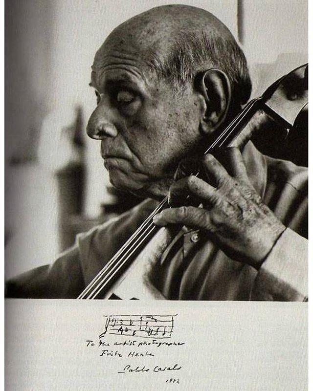 В рамках грядущего фестиваля VIVACELLO 25 ноября состоится концерт, посвященный 140-летию со дня рождения Пабло Казальса. В честь юбилея мы начинаем серию публикаций об этом легендарном человеке и музыканте, изобретшем виолончель заново. Как сказал Марсель Дюпре: «Собственно говоря, искусство игры на виолончели начинается с него» . следите по тегу #Casals_vivaсello фото Фрица Хенле, 1972.