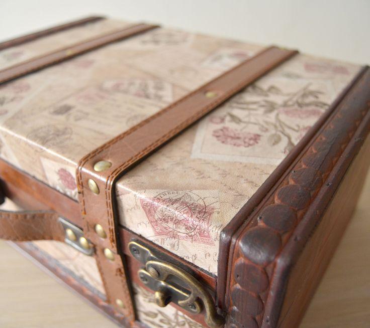 Preciosa caja de madera con forma de maleta podr s - Cajas de madera online ...