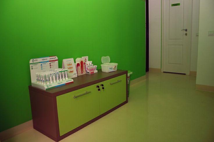 Mobilier cabinet stomatologic Iasi la comanda http://mobiera.ro/mobilier-comercial/