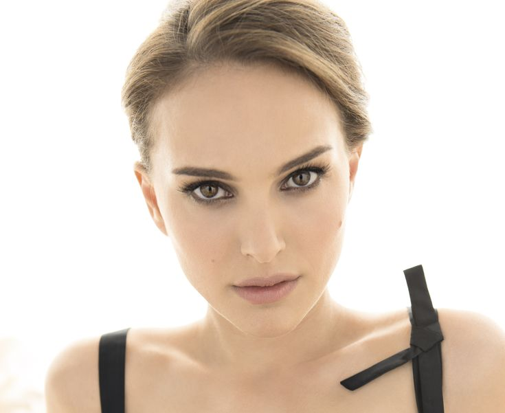 LOS ANGELES (Aug. 21, 2017) � Academy Award and Golden Globe winner Natalie Portman was honored by the Environmental Media Association (EMA) with the EMA Ongoing Commitment Award at the 27th Annual EMA Awards Benefit on Sept. 23 at the historic Barker Hangar at...