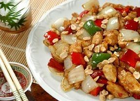 Rendimento1 porções Ingredientes- ½kg de peito de frango em cubos  - 1 pimentão verde cortado em cubos  - 1 cebola cortada em pétalas  - 2  ...
