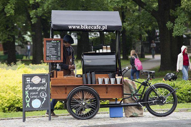 Poland -Kawiarnia na kółkach podbija Warszawę -  wcześniej taki pomysł zrealizowano w Poznaniu