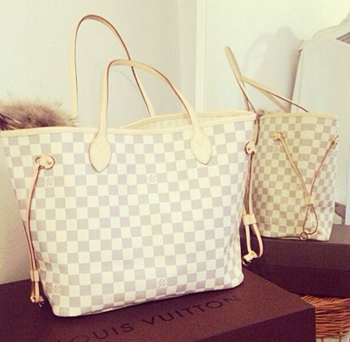 so beautiful.... i need this bag so badly im dying its too perfect