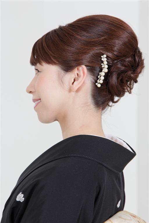 上品で控えめな50代アップの結婚式の髪型 結婚式 髪型 ヘアスタイル 留袖 ヘアスタイル 着物 髪型 ミディアム 留袖 ヘア
