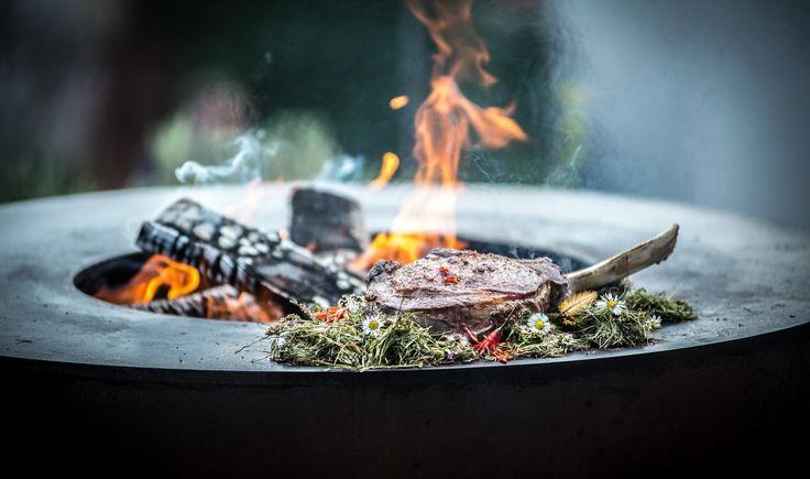 Steak auf dem Feuerring braten