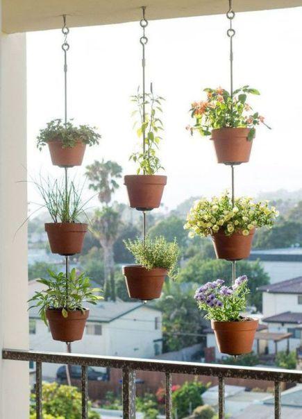 Si intr-un balcon se poate amenaja o mica gradina cu flori! De aceea propunem sa ne inspiram cu totii din aceste 16 idei frumoase
