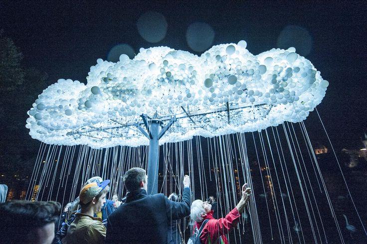 MRAK/CLOUD, Caitlind Brown & Wayne Garrett (CAN), Náplavka u Hergertovy cihelny Foto: ALEXANDER DOBROVODSKY #signalfestival #videomapping #lightdesign