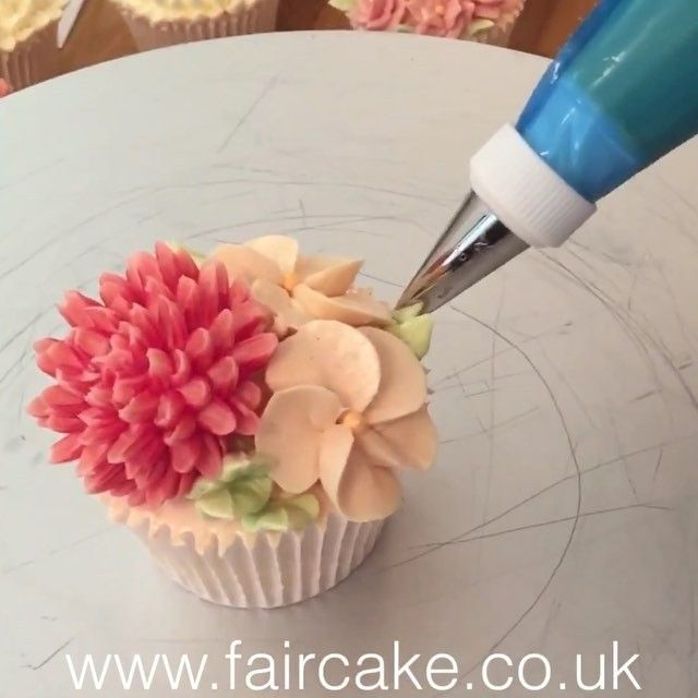 Here is how we assemble #buttercreamflowers - flowers made of Swiss Meringue Buttercream, leaves are usually piped directly on the cake or cupcake.
