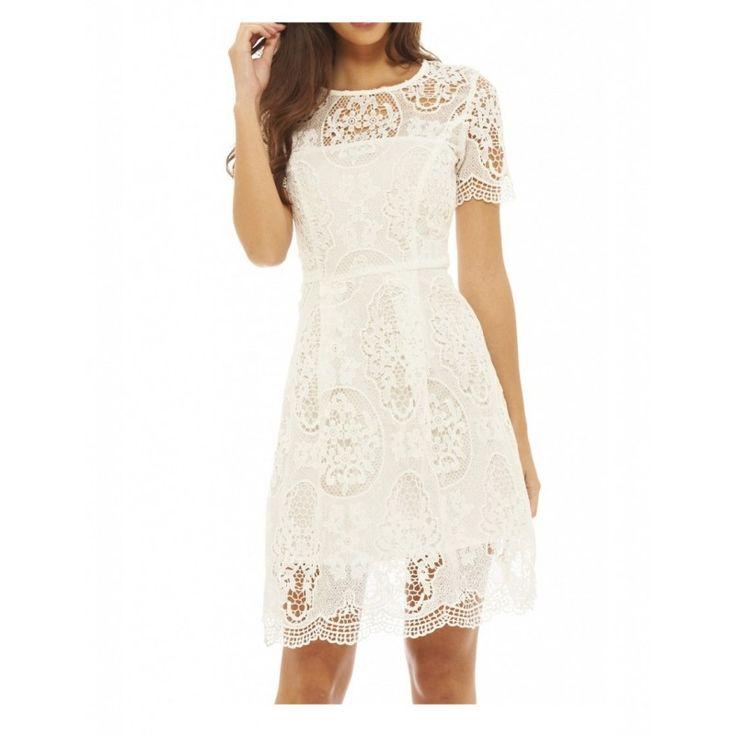 Biała #koronkowa #sukienka rozkloszowana na #wesele z krótkim rękawkiem https://stylovesukienki.pl/