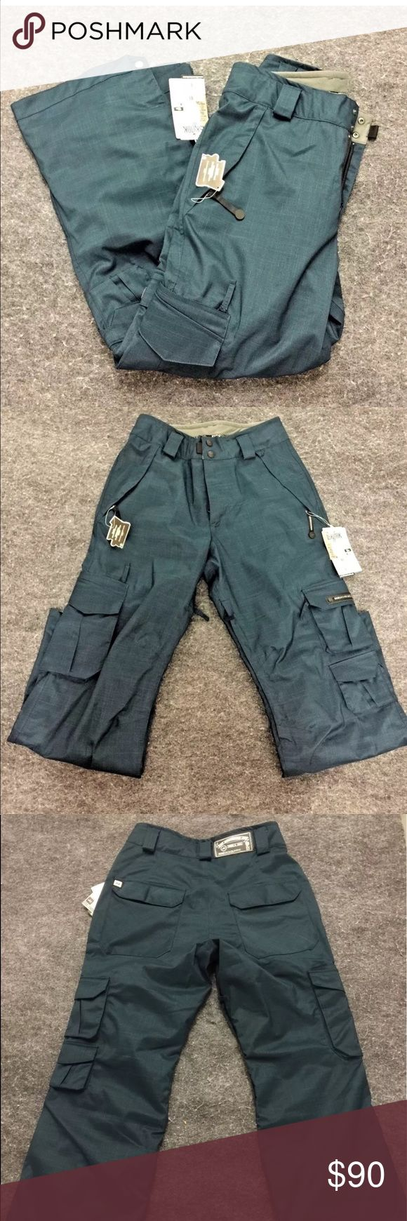 Ride Snowboards Belltown Pants Ride Snowboards Belltown Pant  Standout Performance with Options  Color: Dark Peacock  Size: Small     RN: 86918 CA: 30195     -       15K / 10K mm waterproof/ breathable rating  -       Full Taped Seams  -       Strada HD II w/ DWR  -       2010-2011 Season  -       MSRP 199.95 USD  -       Standard Fit    Material:  -       Shell: 100% Polyester  -       Lining: 70% Polyester 30% Nylon Ride Snowboard Other