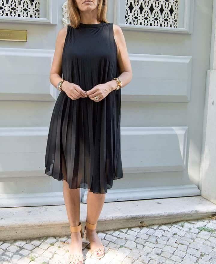 Vestido preto forrado.  À venda na Chg #vestidopreto #chglisbon
