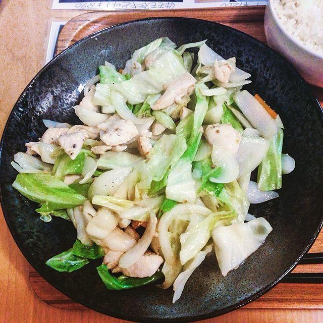 「若鶏の胸肉塩麹焼きセット」¥680 ライス、お味噌汁、サラダ、コーヒー付 くつろ樹 (武蔵境) 美味しく、1日分の野菜が摂れた気がしました。