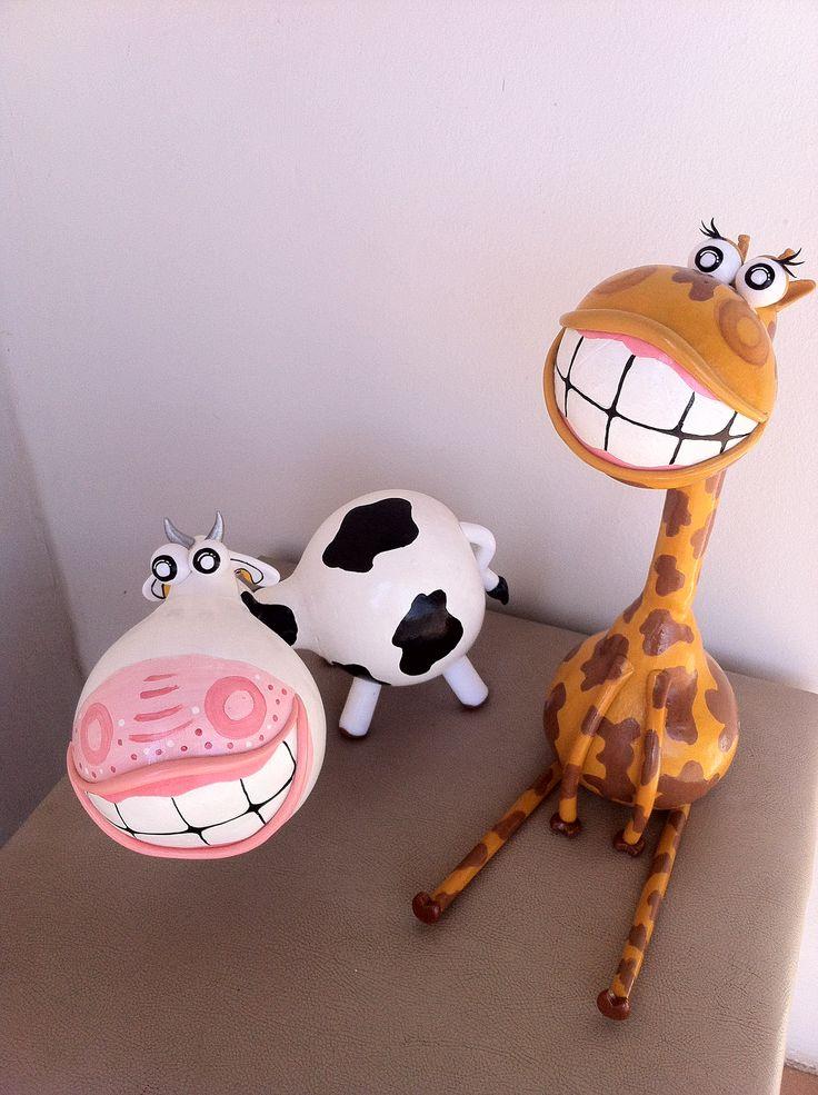 Vaquinha e Girafa em cabaça e biscuit DITHY ARTESANATO