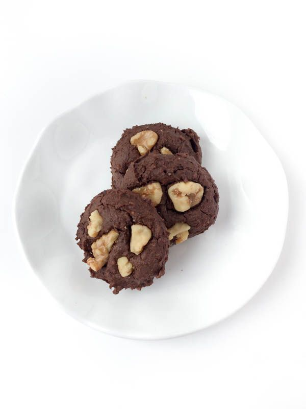 Flourless Chocolate Walnut Cookies Recipe - The Lemon Bowl. Made with black beans, sweetened with maple syrup