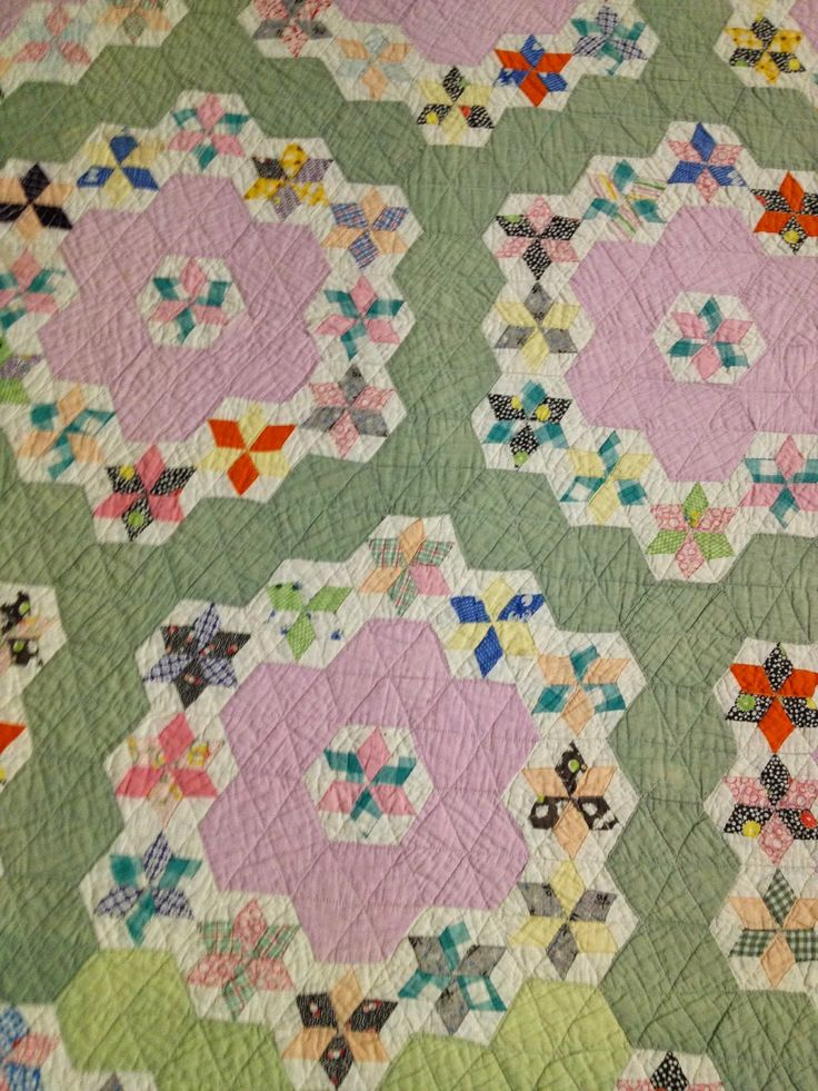 163 best images about flower garden quilts on pinterest gardens antique quilts and appliques for Grandmother flower garden quilt pattern variations