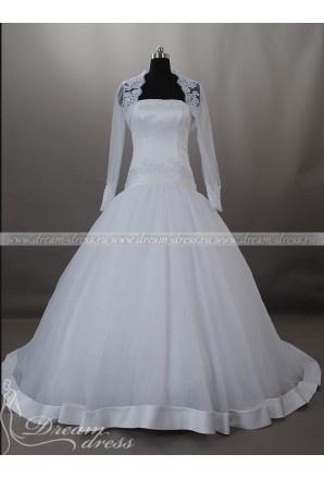 Свадебное платье Simona  Свадебное платье Simona имеет пышную юбку и красивый корсет. Также со свадебным платьем идёт красивая накидка с длинным рукавом, декорированная узорной вышивкой. Пышная юбка состоит из нескольких слоёв: нижнего – из плотного натурального материала, и верхнего – из тюли. Край тюли юбки имеет широкий кант из атласа.