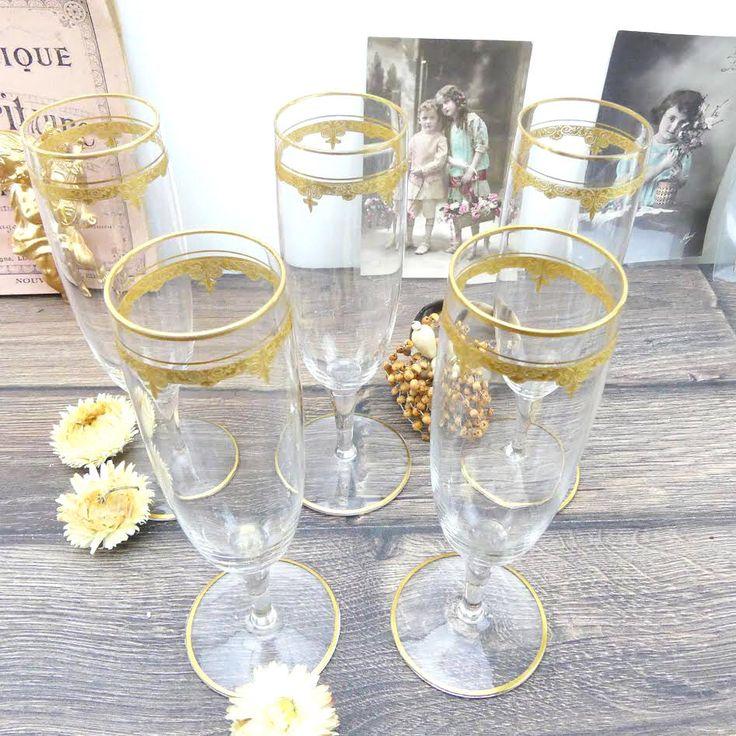 Flûtes à champagne en Cristal - 5 Verres à champagne - 5 Coupes à champagne en cristal - Cristal - Luxe français - Champagne - Paris par ChezUlysseVintage sur Etsy https://www.etsy.com/fr/listing/506310788/flutes-a-champagne-en-cristal-5-verres-a