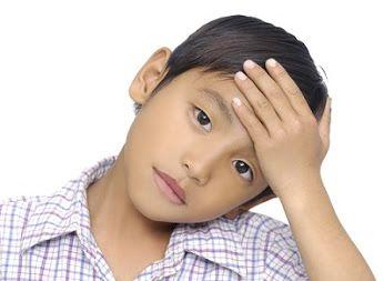 Sakit kepala ringan bisa diobati dengan membiarkan si Kecil tidur di ruangan yang tenang dan sedikit gelap.