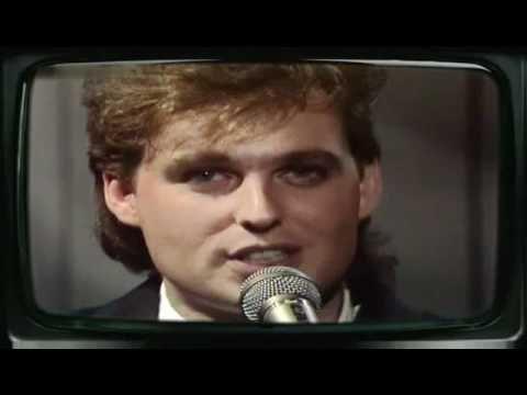 """OMD - """"Secret"""" sencillo Del Álbum """"Crush"""" del año 1985, cantado por Paul Humphreys, una gran canción que habla de un amor guardado en secreto."""