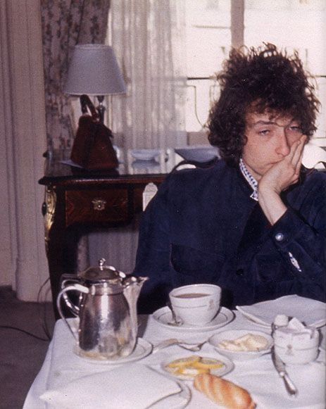1966, European Tour. Boring tea time somewhere in England. Unknown photographer
