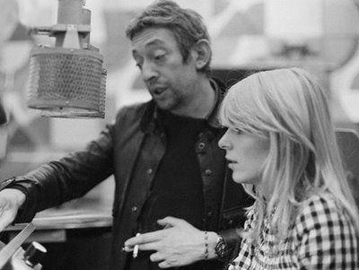 Denis Bourgeois a alors une idée géniale. Il demande à Gainsbourg d'écrire pour France. Le compositeur signe N'écoute pas les idoles sur le 2e 45 tours de France, titre qui se place en tête du hit-parade du mois de mars 1964. Avec le succès, elle quitte le lycée Paul-Valéry où elle redoublait sa troisième. Paris Match du 21 mars 1964 lui consacre un article pour la première fois