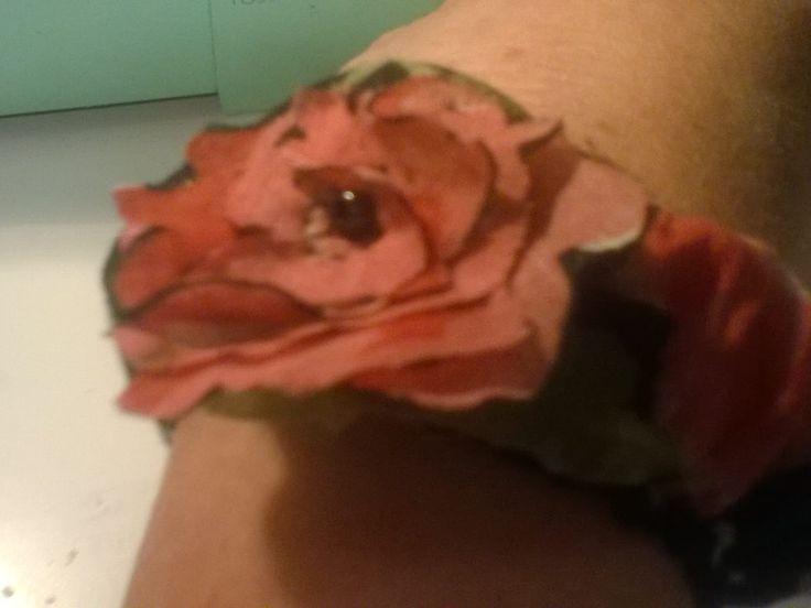 ritagliando una camicrtta a fiori