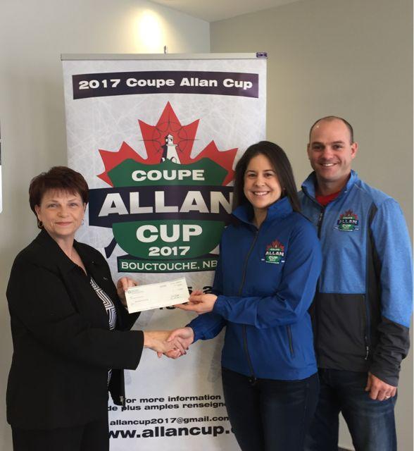 Bouctouche est la municipalité hôtesse de la Coupe Allan qui a lieu du 10 au 15 avril 2017, au Centre J.K. Irving. UNI Coopération financière est un joueur important dans la tenue de cet évènement avec une contribution de 2 000 $ pour la soirée des bénévoles du 15 avril où plus d'une centaine de bénévoles seront honorés et remerciés pour leurs nombreux services. C'est la seconde fois seulement que le Nouveau-Brunswick accueille ce tournoi annuel de hockey senior qui en est à sa 109e édition!