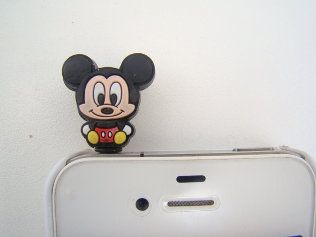 Plug Mickey baby R$20,00  pro meu celular que dá as palas do 'headphone'