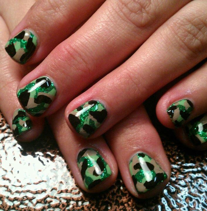 Light Elegance Gel: Camo Nails.....:-))))