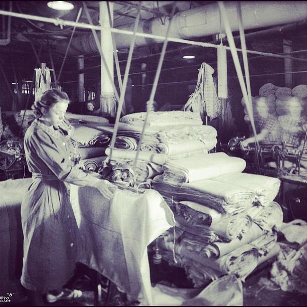 """@akerselvadigitalt's photo: """"Instagram anno 1935. Som ellers på fabrikkene langs #akerselva arbeidet man seks dager i uka på Christiania Seildugsfabrik #seilduken, fra seks til seks.  I 1913 fikk de som hadde arbeidet i fem år, ferie i tre dager."""""""