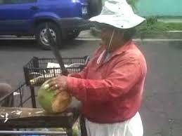 Resultado de imagen para presidente tomando agua de coco