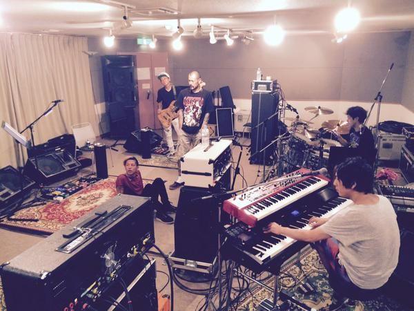 今朝のトークショーは如何でしたか?いまは某所でリハーサル中っす!ケンジは綺麗に寝坊してきましたf^_^;) ライブは7/20@ZEPP TOKYOですよ!
