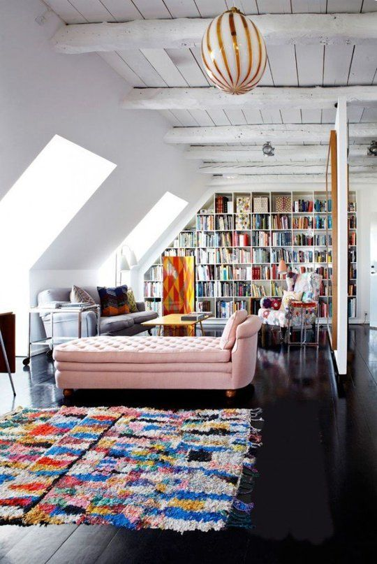 Large airy attic living room with home library on the wall    @pattonmelo