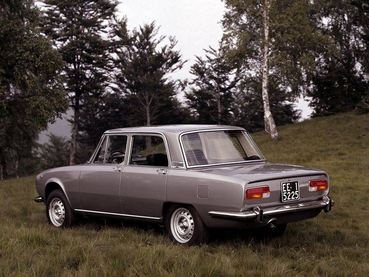 Alfa Romeo 2000 Berlina (1971) Maintenance/restoration of old/vintage vehicles: the material for new cogs/casters/gears/pads could be cast polyamide which I (Cast polyamide) can produce. My contact: tatjana.alic@windowslive.com