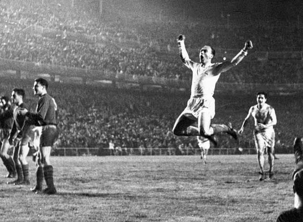 Alfredo Di Stefano, a legend of football (soccer), living history of Real Madrid. ¡Gracias, 'viejo'!