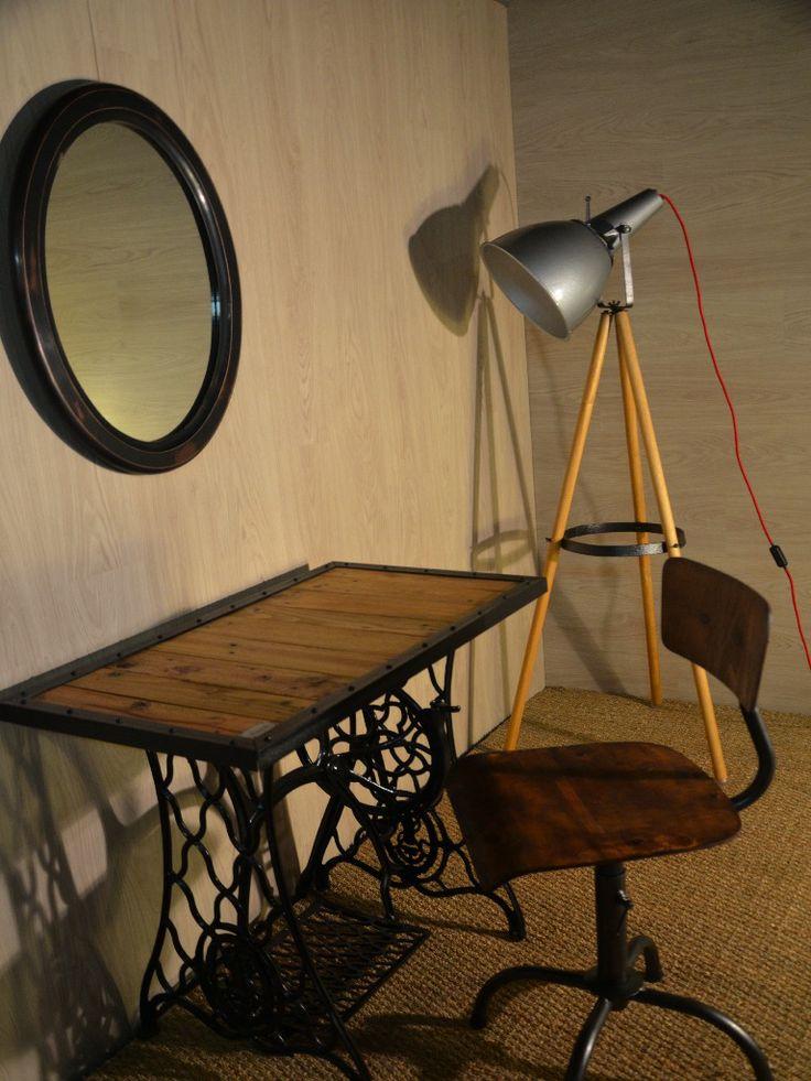 82 best tables bureaux consoles et gueridons images on for Machine a coudre singer
