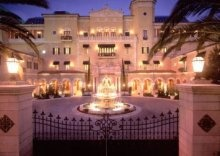 whats better then a huge mansion?...a huge mansion ON THE BEACH!!!