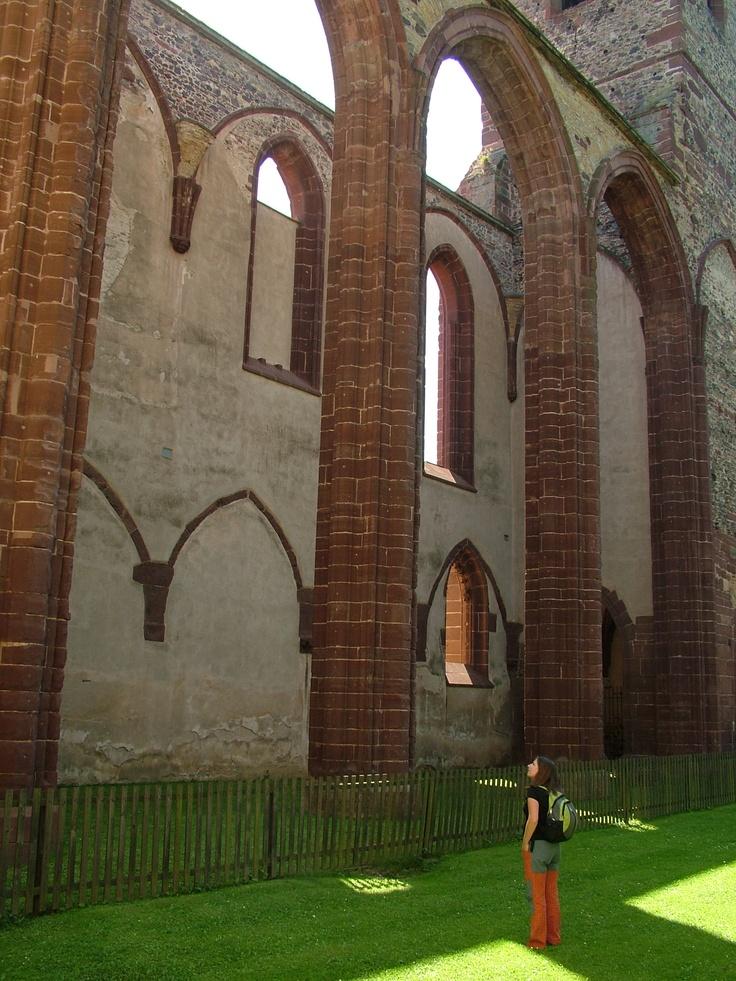 Sázavský klášter - Nejstarší zmínky roku 1032. U jeho zrodu stáli kníže Oldřich a (tehdy ještě poustevník) Prokop, kolem něhož se zde tvořila skupina následovníků již asi od roku 1009. Oldřich v r. 1032 komunitu povýšil na benediktinský klášter. Sázavský klášter je považován za středisko slovanské vzdělanosti. Jeho zakladatel, Prokop, se snažil rozvíjet a uchovat cyrilometodějskou tradici. Hovoří o něm latinská Legenda o svatém Prokopu, v níž se objevuje téma zápasu české a německé kultury.