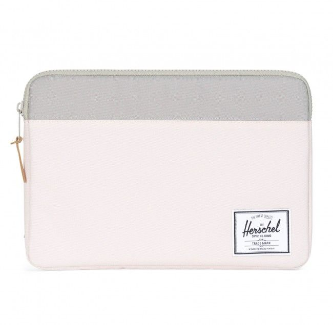 Herschel Anchor sleeve 13-inch MacBook Air/Pro Pink Ash  SHOP ONLINE: https://www.purelifestyle.be/technology/mac/accessoires/beschermhoezen/macbook-air-pro-13-inch/herschel-anchor-sleeve-13-inch-macbook-air-pro-pink-ash.html